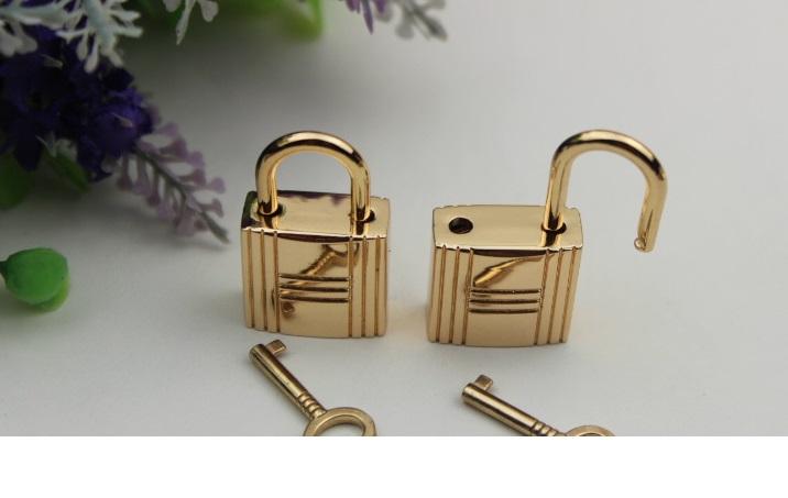 กุญแจล็อคกระเป๋า อะไหล่ทอง