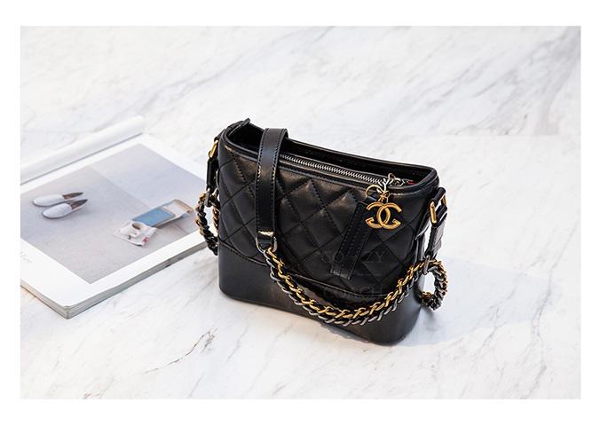 กระเป๋า chanel gabrielle bag size 20 (Black) หนังแกะ