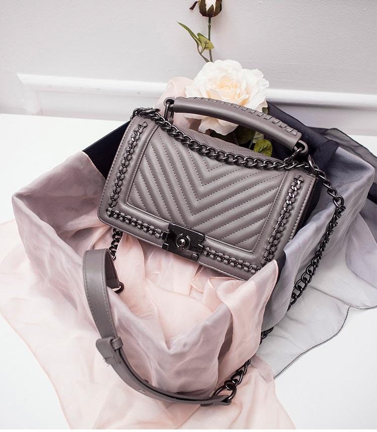 กระเป๋าหนังแกะ ทรง Chanel boy lady (Gray)