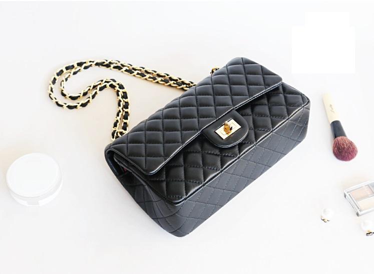"""กระเป๋าหนัง Chanel Classic โซ่ทองร้อยหนัง10"""" (หนังแกะ นำเข้า )"""