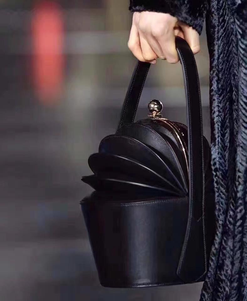 กระเป๋าหนัง Ella black