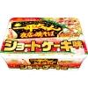 พร้อมส่ง ** Myojo - Yakisoba Shortcake บะหมี่กึ่งสำเร็จรูปแปลกใหม่ ยากิโซบะแห้งรสสตรอว์เบอรี่ช็อทเค้ก มาพร้อมกับมายองเนสรสวานิลลา พร้อมเครื่องโรยหน้าที่ทำจากสตรอว์เบอร์รี่แห้งและโยเกิร์ต เค็มๆ มันๆ หวานๆ เปรี้ยวๆ อร่อยรสชาติแปลกใหม่ ต้องลองค่ะ