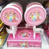 พร้อมส่ง ** Super Pop Princess Lollipop อมยิ้มรสผลไม้ มาในแพ็คเกจรูปเจ้าหญิง อันใหญ่มาก บรรจุ 64 กรัม 1 ชิ้น
