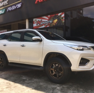 Toyota Fortuner +TE37 18x9+0 6-139.7